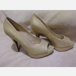 Apt 9 Gold heels size 8.5M peep toe platform beige